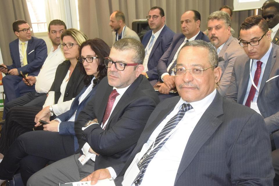 40 hommes d'affaire Tunisiens à Dakar.jpg