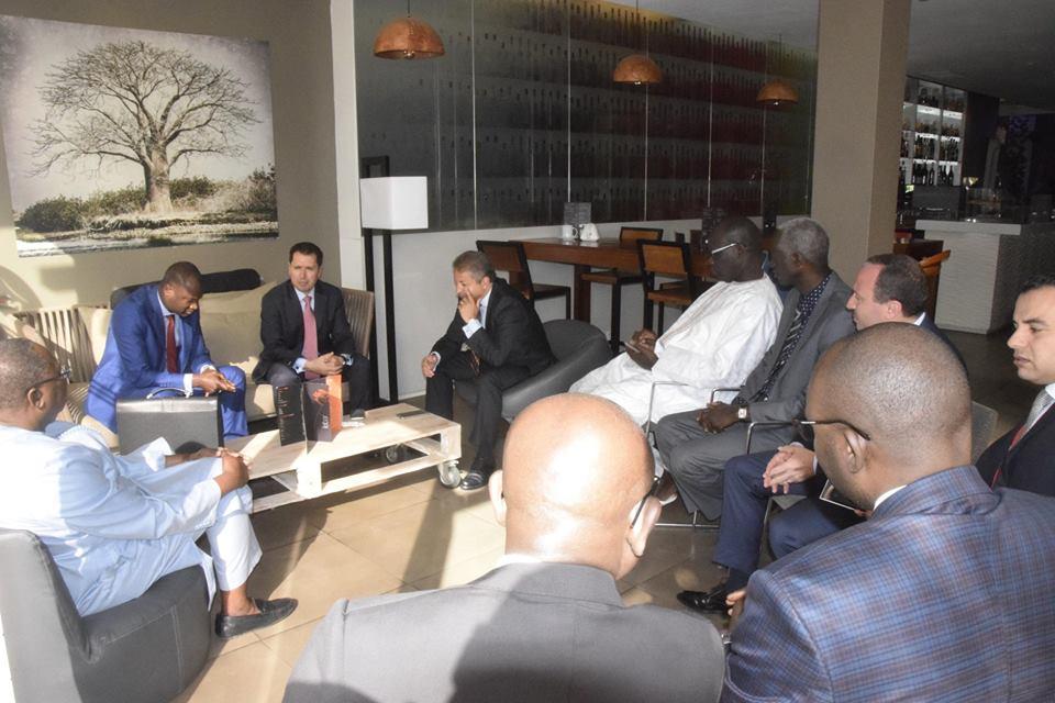 Slim Feriani entouré des reponsables Sénégalais.jpg
