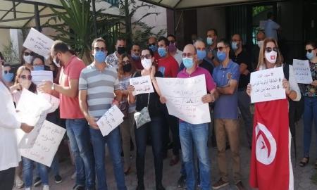 عمال الشركات البترولية ينفذون وقفة احتجاجية أمام وزارة الصناعة والطاقة والمناجم ويطالبون بتطبيق القانون ضد معتصمي  الكامور