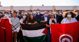 صور من حمام الشطّ : المشيشي والطبوبي وماجول  يد في اليد  لنصرة القضية الفلسطينية