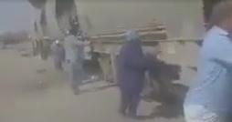 خطير في قفصة : محتجّون يجرّون عربات قطار ويغلقون الطريق !